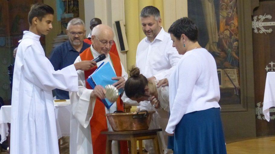 Une centaine de personnes se sont réunis autour de six élèves pour la célébration des sacrements 2018 au collège Saint Jean en l'Eglise de Saint Sulpice - Apprentis d'Auteuil.